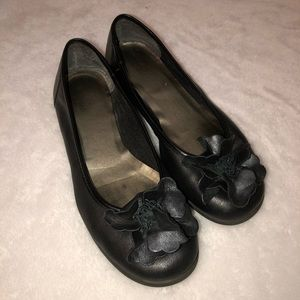 Clarks Leather Black Flower Cushioned Flats Size 7